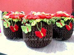 Maravilhoso peso de porta no formato de vaso de flor, todo feito em crochê de alta qualidade. <br>Muito resistente...bem forrado por dentro. <br>Esse não vaza areia!!! <br>Medida: 13 x 12 com 1 k. de areia Tissue Flowers, Crochet Decoration, Baby Shoes, Crochet Patterns, Jar, Crochet Carpet, Crochet Vase, Handmade Crafts, Peso De Porta