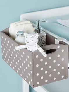 How to choose best changing table for baby Changing tables for your baby\'s nursery may not be the first thing on your list to purchase, but after the crib, it will be the most used furniture in the room. Baby Room Diy, Baby Bedroom, Baby Boy Rooms, Baby Boy Nurseries, Nursery Room, Kids Bedroom, Diy Baby, Baby Zimmer, Everything Baby