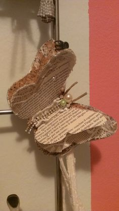 Farfalla di sughero,iuta,pizzo e carta.