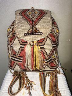 #dosttanhandmade #wayuumochila #sirtcantasi #wayuumochilabags #bags Crochet Stitches Chart, Filet Crochet, Knit Crochet, Crochet Patterns, Tapestry Bag, Tapestry Crochet, Wiggly Crochet, Mochila Crochet, Crochet Backpack