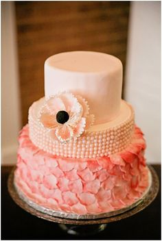 Pink peach ruffle wedding cake / Photography: Cinnamon Dreams  / Styling: Query Events /  French Wedding Style  /
