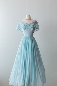 Xtabay Vintage Clothing Boutique - Portland, Oregon: Dress Archive, May 2019 Thr. - - Xtabay Vintage Clothing Boutique – Portland, Oregon: Dress Archive, May 2019 Through June 2019 Source by Old Fashion Dresses, Old Dresses, Fashion Outfits, Vintage Formal Dresses, Vintage Gowns, Vintage Inspired Dresses, Emo Fashion, Maxi Dresses, Pretty Outfits