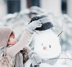 So cute! I'm hoping for snow this winter. Than I can make a Snowman with my lil niece Lana and make a pic like this one.