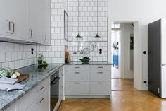 Dining Area, Kitchen Dining, Kitchen Cabinets, Beautiful Kitchens, Cool Kitchens, Small Apartments, Kitchen Interior, Double Vanity, House