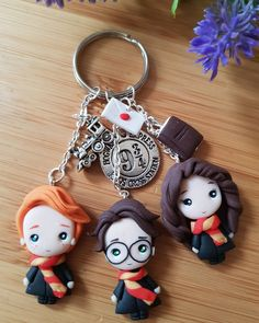 Harry ron and hermione keychains come back on etsy Cute Polymer Clay, Cute Clay, Polymer Clay Dolls, Polymer Clay Projects, Polymer Clay Charms, Polymer Clay Creations, Clay Crafts, Harry Potter Dolls, Harry Potter Charms