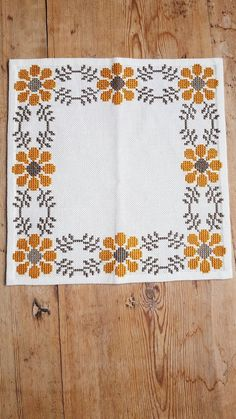 Beautiful floral cross stitch embroidered tablecloth in white linen, mint condition. The size is: 12 x 12 (inch) The material is linen, cottonthread I also offer combined shipping and refund if the shipping cost is overpaid Contact me if you hav Cushion Embroidery, Hand Embroidery Patterns, Cross Stitch Embroidery, Embroidery Designs, Cross Stitch Borders, Cross Stitch Flowers, Cross Stitch Designs, Cross Stitch Patterns, Tapete Floral