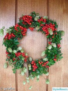 Rowan-berry and hop wreath ~ höstkrans,krans,dörrkrans,rönnbär
