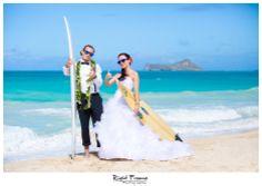 Photo by www.rightframe.net - Slub oraz plener slubny na Hawajach, Hawaje, Hawajski, wesele, ceremonia, plaza, Honolulu, Waikiki, wyspa, wakacje, urlop, za granica, na plazy, zdjecia, plenerowe, slubne, slubna, podroz, poslubna, sesja, zagraniczna, ślubna, ślub, plaży, plaża, suknia, welon, nad morzem, bukiet, zachod, slonca, trash, the, dress, woda, ocean,  waimanalo, pomysl, pomysły, pomysł, fotograf, fotografia, inspiracje, trash the dress, deski surfingowe.
