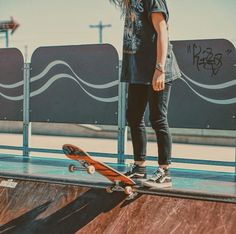 Drop in /Asiaskate/ Skater Girl Style, Skater Girl Outfits, Skates, Tumbrl Girls, Skate Photos, Skate And Destroy, Skate Girl, Skater Boys, Skate Style