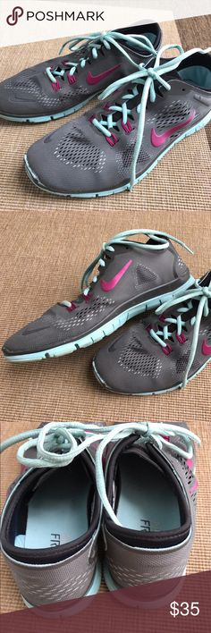 Women's Nike tennis shoes. Size 10. Great condition. Nike Shoes Athletic Shoes