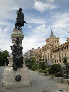 Monumento a Zorrilla y Academia de Caballería