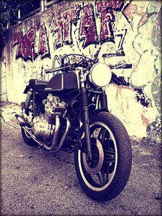 #bike #motorbike #caferacer #honda #custom #cafè #hondacb750f #moto  #customizer #fmw #fugarmetalworker #lukeinazuma