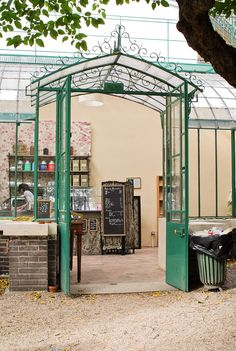 Café du Musée de la Vie Romantique : 16 rue Chaptal. Du mardi au dimanche de 10h à 18h.