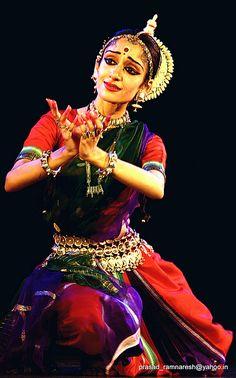 dehi pada pallavam -ARUSHI MUDGAL by prasad_r. n., via Flickr, My biggest Odissi inspiration right now.