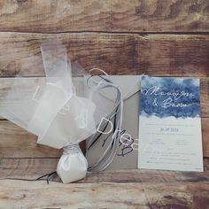 Μπομπονιέρα γάμου μαντήλι σατέν λευκό 45 x 45 δεμένο με λευκό – ασημί κορδόνι, με 7 κουφέτα κλασικά αμυγδάλου. Στο προσκλητήριο γίνεται οποιαδήποτε αλλαγή στο σχέδιο, στον συνδυασμό χρωμάτων φακέλου και προσκλητηρίου, όπως επίσης στην γραμματοσειρά και στο κείμενο. Η τιμή του προσκλητηρίου περιλαμβάνει το κόστος του χαρτιού και του φακέλου. Το κόστος της εκτύπωσης Ballet Dance, Dance Shoes, Place Cards, Place Card Holders, Dancing Shoes, Ballet, Dance Ballet