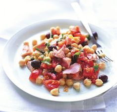 Fresh Salmon Salad with Chickpeas and Tomatoes.