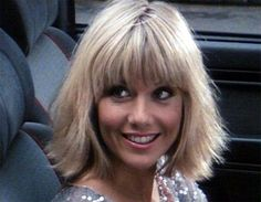 Glynis barber - dempsey and makepeace. The first blonde to steal my heart Glynis Barber, Blonde Bob Hairstyles, Cool Hairstyles, Bob With Fringe, Hot Hair Styles, Good Looking Women, Blonde Bobs, Actress Photos, Gorgeous Women