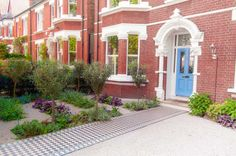 A front garden in London by Kate Eyre Garden Design, with Victorian tiled path. Small Front Gardens, Pool Sizes, Planting Shrubs, Garden Park, Hiding Places, Pavement, Amazing Gardens, Paths, Garden Design