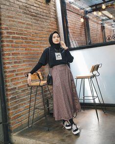 Style hijab casual remaja 41 ideas style discover the latest hijab fashion hijab styles 2019 burqa designs abaya designs modest fashion Casual Style Hijab, Hijab Style Dress, Hijab Look, Casual Hijab Outfit, Style Outfits, Hijab Chic, Mode Outfits, Fashion Outfits, Ootd Hijab