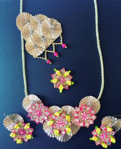 Full set Gota Jewellery in pink and gold with mirror work and yellow ribbon flowers for mehndi Diy Wedding Earrings, Gota Patti Jewellery, Diy Fabric Jewellery, Jewelry Crafts, Handmade Jewelry, Jewelry Design Earrings, Bride Accessories, How To Make Necklaces, Bridal Jewelry