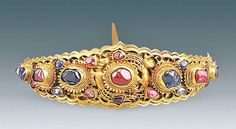 Another gold hairpin encrusted with rubies and sapphires that dates back to the second half of the 15th century found in Nanjing in the grave goods of the tomb of Lady Mei. She was the third wife of a duke who ruled Yunnan, mother and appreciated counselor of another governor of Yunnan when Ming Dynasty was at its peak