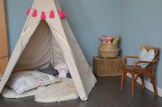 Un très joli tipi qui nous inspire pour la chambre de nos enfants !   Le tuto c'est par ici : http://makeri.st/tuto-tipi-enfants