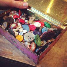 Grandtante sine knapper Suitcase, Convenience Store, Convinience Store, Suitcases