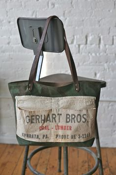 Idea: sew feed sack/ apron on a canvas tote. Decorate or make pockets. My Bags, Purses And Bags, Work Aprons, Reusable Tote Bags, Canvas Bags, Canvas Handbags, Sewing, Handcrafted Gifts, Handmade