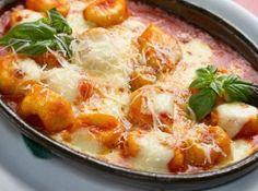 Nhoque de Batata maravilhoso! #nhoque #gnocchi #pasta #potato #potatoe #batata #molho #massa #italian #food #recipe #receita #cheese #queijo #tomate #tomato #tomatoe #sauce #family #almoco