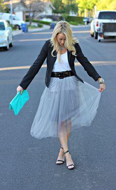 ふんわりと広がる膝丈・ミディアム〜ロング丈のチュールスカートがお嬢様みたいでかわいすぎる!チュールスカートを使ったお洒落でかわいいコーディネートとおすすめアイテムをご紹介。