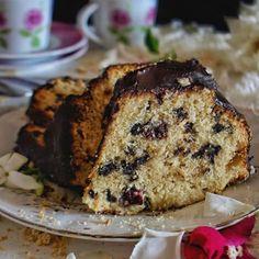 Κέικ με βύσσινο και σταγόνες κουβερτούρας - Just life Banana Bread, Sweets, Desserts, Food, Tailgate Desserts, Deserts, Gummi Candy, Candy, Essen