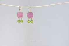 silver with peridot Schmuck Design, Peridot, Jewels, How To Make, Color, Rhinestones, Jewerly, Colour, Peridots