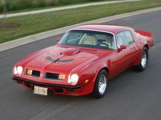 1975 Pontiac Firebird Pictures: See 34 pics for 1975 Pontiac Firebird. Browse interior and exterior photos for 1975 Pontiac Firebird. Us Cars, Sport Cars, Pontiac Cars, Pontiac Firebird Trans Am, Dodge Power Wagon, American Muscle Cars, American Sports, Drag Cars, Gto