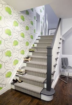 #minniemoonstone love this with the green  Striped carpet and wall paper! @Leah Zealand