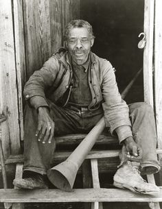Fomer slave with Slave Horn with which slaves were called,Marshall,Texas 1939
