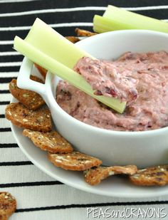Cinnamon Walnut Cranberry Cream Cheese Spread: long name, quick recipe! Grab your leftover holiday cranberry sauce and make this to die for spread! Cranberry Cheese, Cranberry Recipes, Cream Cheese Spreads, Cream Cheese Recipes, Yummy Appetizers, Appetizer Salads, Party Food And Drinks, Thanksgiving Recipes, Dinner Sides