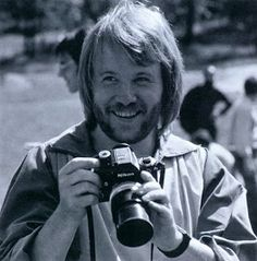 vintage everyday: Celebrities as Photographers – 31 Interesting Photos Show Famous People With Their Nikon F Cameras