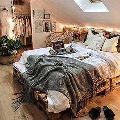 Bohemian Style Ideas for Bedroom Decor # bohemianbedroom- Bohemian Style -., Bohemian Style Ideas for Bedroom Decor # bohemianbedroom- Bohemian Style Ideas for Bedroom Decor # bohemian bedroom - decoratingstyle. Room Ideas Bedroom, Home Bedroom, Bed Room, Warm Bedroom, Modern Bedroom, Master Bedroom, Minimalist Bedroom, Contemporary Bedroom, Bedroom Wall