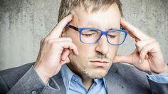 """Trigeminusnerv an Clusterkopfschmerz beteiligt.Dieser Gesichtsnerv besitzt einen Nervenknoten als Umschaltstation, den Mediziner als """"Ganglion sphenopalatinum"""" (SPG) bezeichnen. Das Nervenknäuel liegt in einer kleinen Knochengrube unter der Schädelbasis hinter dem Oberkieferknochen. Schon länger war bekannt, dass eine Betäubung dieses Nervenknotens den Clusterkopfschmerz lindert. Früher injizierten Ärzte Kokain oder Alkohol hinein, was für Ärzte schwierig und für Patienten riskant war."""