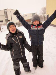 Blije mannen in de sneeuw...