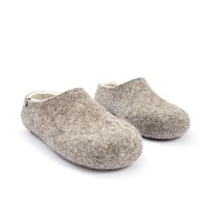 Natural organic slippers gray and white by Wooppers felted slippers. #organic #slippers