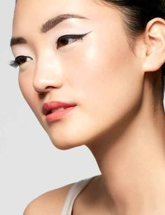 """How-To: 4 Steps to Perfectly Winged Eyes """"Definitely doing this for Prom"""" -Samantha, Nordstrom BP. Blogger #beauty #wingedeyes #makeup"""