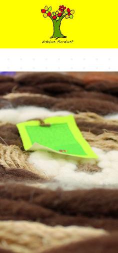 Alfombra tejida a mano en telar circular, intervenida en lana merino, sisal, yute, medidas 90 cm de diámetro. Creación de árbolus floralus. arbolusfloralus@g..., Whatsapp 634344518
