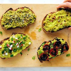 Avocado toast is a delicious and simple breakfast, snack or light meal! Learn how to make the BEST avocado toast with this recipe, plus fun variations. Breakfast Desayunos, Avocado Breakfast, Vegetarian Breakfast, Breakfast Recipes, Avocado Egg Toast, Avocado Toast Healthy, Best Avocado Toast Recipe, Simple Avocado Toast, Avocado Spread