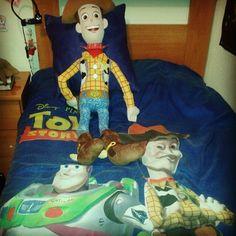 ¡El rey de la casa! No se puede quejar: hasta el decorado de mi habitación está hecho a su medida... #toystory #peluches #pelucheando