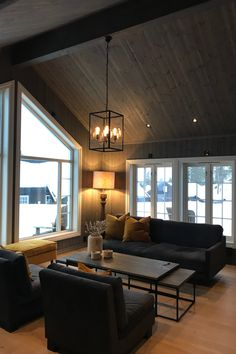 Cabin Inspiration from Valdres Modern Cabin Interior, Gray Interior, Interior Design, Rustic Living Room Furniture, Rugs In Living Room, Cabin Design, House Design, Future House, Home Bar Designs