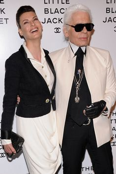 Karl Lagerfeld on the Little Black Jacket - Heard on the Runway - WSJ. Linda Evangelista and Karl Lagerfeld at Chanel's 'The Little Black Jacket' event in New York City on Wednesday Chanel Men, Mode Chanel, Chanel Fashion, Chanel Runway, Karl Lagerfeld, Fashion Weeks, Fashion Models, Fashion Designers, Fashion Photo