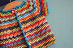 English version : free crochet pattern colourfull baby vest | Vicarno