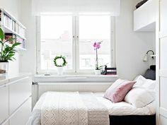 kleines schlafzimmer einrichten weiß pflanzen raffrollo