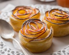 Apples & Puff Pastry Roses by cuisine-addict Apple Recipes, Fall Recipes, Baking Recipes, Mini Desserts, Just Desserts, Dessert Recipes, Yummy Treats, Yummy Food, Dessert Aux Fruits